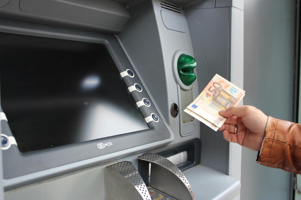 automat-bancar