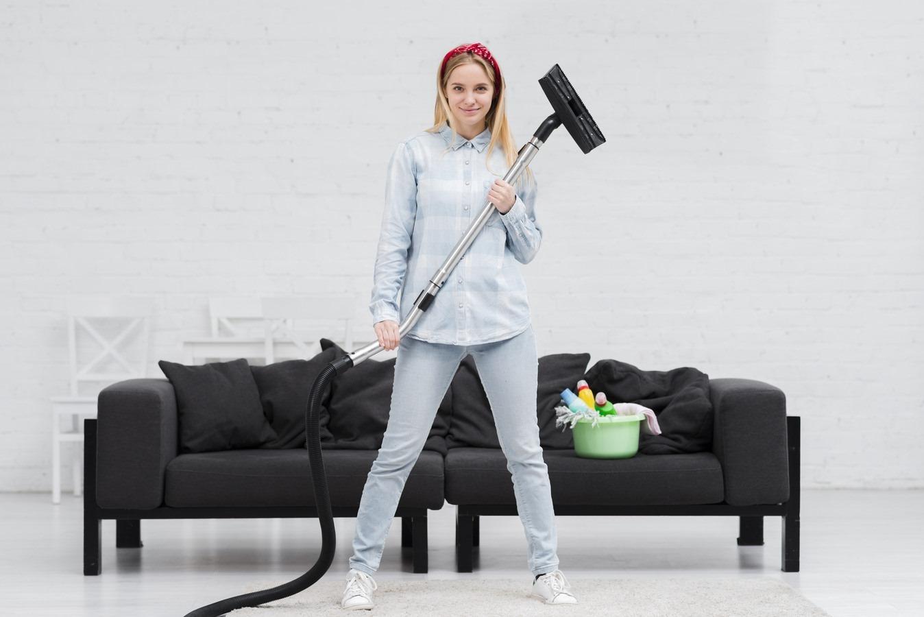 femeie-aspirator