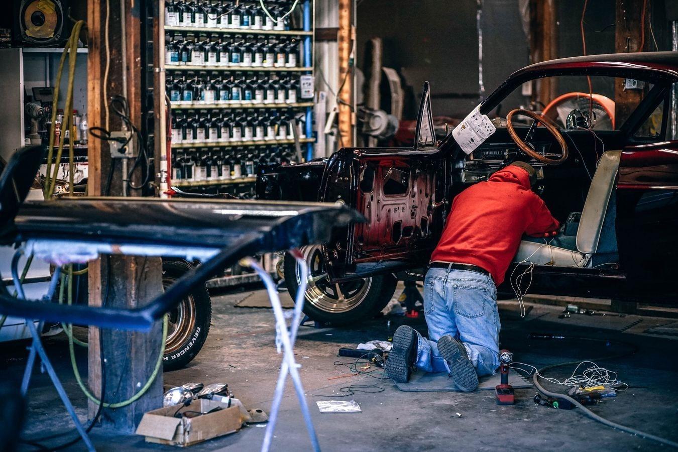 munca-mecanic-masini