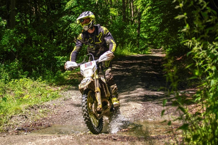 motociclist-padure