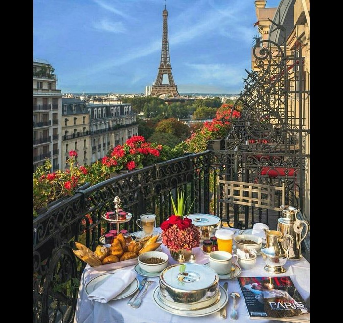 jeg-paris-mic-dejun