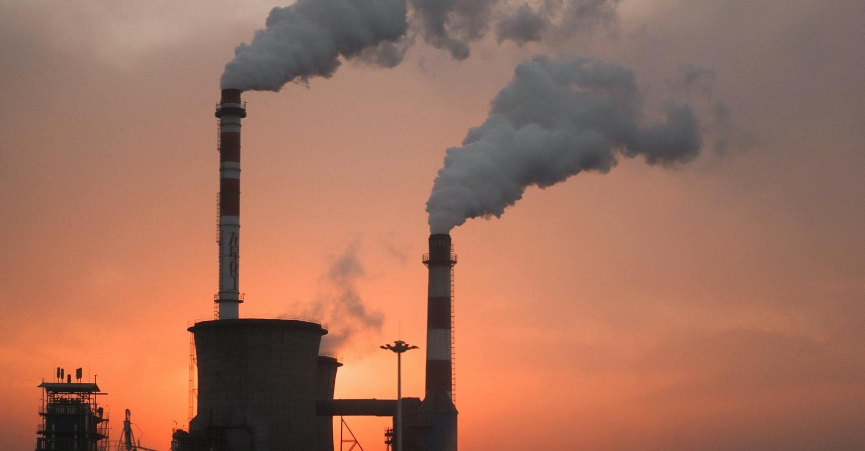 poluare-fabrici-apus